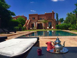 marrakech swimming poser maroc